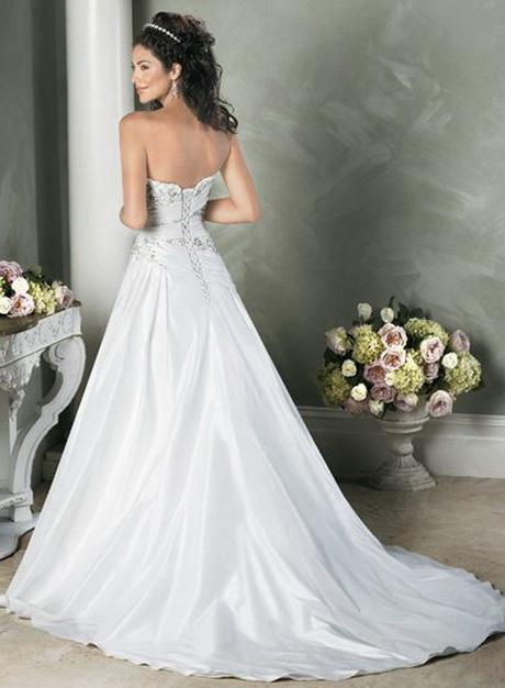 Por su parte, la diseñadora Paula del Vas propone para una boda de días, los vestidos y trajes de chaqueta sobrios que realcen la belleza de la mujer, evitando las lentejuelas y los brillos y.