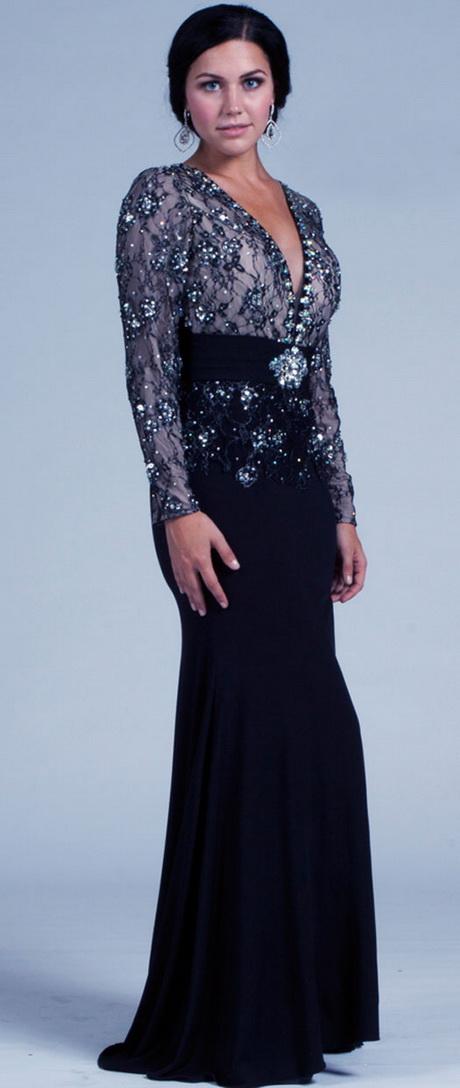 Para lograr esto, a continuación te dejamos algunas imágenes de vestidos de noche para todas las mujeres de baja estatura: Si te gustan las faldas el largo de las misma no deben ser más abajo de tus rodillas, tienen que ser por lo menos 4 o 5 pulgada arriba de la misma.