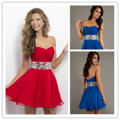 Para una apuesta original, ¿qué tal un vestido verde o turquesa? Elige el que más te guste y encaje con tu estilo. Y no te pierdas las novedades del en vestidos cortos.