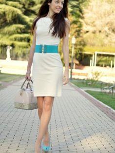 Vestido Blanco Con Zapatos Azules